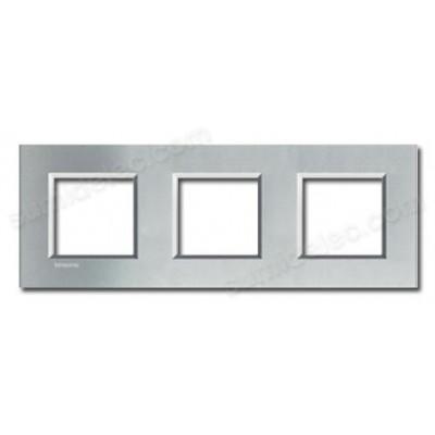 Marco de 3 ventanas tech Livinglight LNA4802M3TE